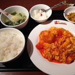 桂園 - ランチの海老・玉子とトマトのチリソース炒め定食700円