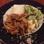 タヴェルナオリーヴ - プレートランチ  鶏肉とキノコの炒め物(*^^*)