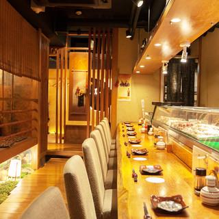 美味しい料理とお酒をカジュアルに楽しめるカウンター席
