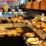 34536071 - 食パンや甘いパンも有ります。(///ω///)♪