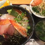34537606 - 海鮮丼定食900円