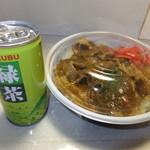 フォーシーズン - カレー豚丼 560円 と ランチタイムサービスのお茶缶 【 2015年1月 】