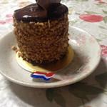 34540248 - チョコレートムースのケーキ