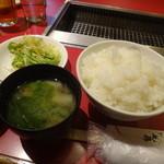 朝鮮飯店 - ランチのご飯(大盛り)とみそ汁など