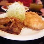 キッチン男の晩ごはん 女の昼ごはん - チキンカツとトロ豚焼肉定食