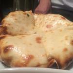 ダバ インディア - チーズクルチャ、インド風のピザですね