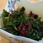 美代寿司 - ランチにぎりセットの海草サラダ