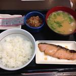 なか卯 - 20150127 牛鮭朝定食 豚汁変更