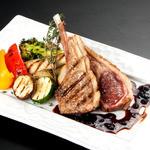 牡蠣と地中海料理 ALEGRIA - 骨付き仔羊と士別男爵イモの香草焼き プラムソース