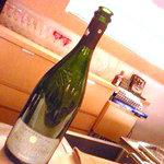 ラ・クープ・ドゥ・シャンパーニュ - 4種のシャンパン、これは一杯1500円ほどしました〜〜