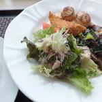 四季彩花 - 同時オープンの隣のお店「洋食レストラン ポム ド テール」でいただいた「Aセット」