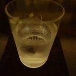 バー カスミチョウ・アラシ - 八海山の仕込み水
