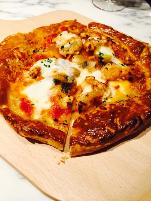 ペスカ 北新地店 - オマール海老とマッシュルームのピザ