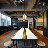 GORILLA COFFEE - 2F 中央テーブル