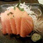 手作り味噌と全国の純米酒 暁 - 「サーモン刺」。厚みはある。まあまあですかな。
