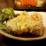 手作り味噌と全国の純米酒 暁 - 「自家製ポテトサラダ」。黒胡椒たっぷり。