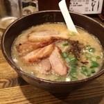 34572920 - 豚骨醤油 チャーシュー麺