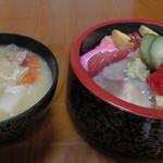 菊寿司 - ランチ(チラシ寿司&味噌汁)