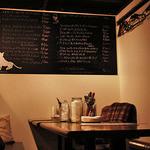 ワインバルRough - おしゃれなメニューボード。ナチュラルな風合いが素敵で落ち着ける店内。アットホーム!