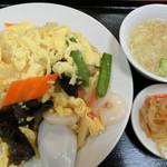 中国飯店 百嘉園 - えびと玉子のあんかけチャーハン 800円。