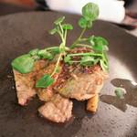 ヴィーニ デル ボッテゴン - 北海道産・仔牛の軽い炙り焼き 茸のドュクセルとヴァドマンヴァサラ