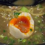 らーめん 小僧 - 「極」(+150円)の煮卵