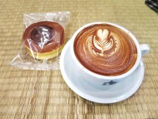 Turret Coffee - ターレットラテ、どら焼き