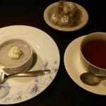 34579936 - 15.01.27 黒胡麻プリン・紅茶