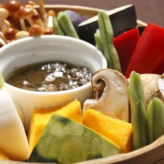 野菜たっぷりの旬の食材を使った料理の数々。美肌効果も期待大!
