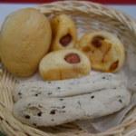 ピエトロ・コルテ - 手前の白いパンがもちもちして美味しかった。