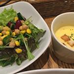34583677 - セットのサラダとスープ