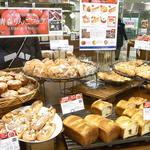 DONQ - りんごを使ったパンが8種類くらいありました☆♪