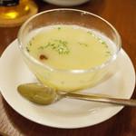 カレーのアキンボ - 前菜のスープ
