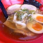 富山ブラック 麺家いろは - 白エビ塩味玉ラーメン(880円)麺少なめ