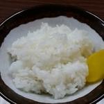 ラーメン専門 川崎 - こちらもごはんは香り米使用。 ラーメンには普通の白米の方がいいと思うんだけどな。。。