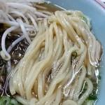 ラーメン専門 川崎 - 麺はエッジのあるストレート太麺で普通で注文しましたが少し柔らかめでした。