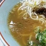 ラーメン専門 川崎 - 無化調を謳うスープは塩分控えめでかなりアッサリしています。個人的には少し物足らなかったので次回は醤油カラ口、油ムツコイにしてみよう。あともう少しスープは熱々がいいな^^