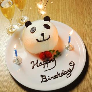 当店のバースデーケーキはとっても可愛らしいパンダ型です!!
