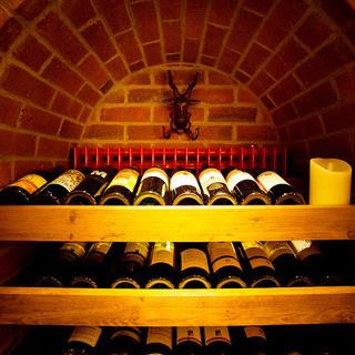自然派ワインや輸入ワインなど厳選ワインを50種以上常備