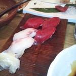 魚じょんがら べたなぎ - 〆のお鮨。も少し量がほしいのは、私だけか?