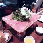 34596835 - ハーフサイズの「生ハムとサラミのてんこ盛り」野菜トッピング付きで。