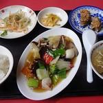 紅夢 - 八宝菜定食