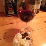 Wine Bar Cullen ワインバー香恋 - 料理写真:赤ワインとお通し