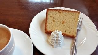 カフェ・ネイブル - シフォンケーキ200円、コーヒー400円