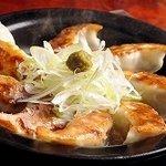 ご馳走居酒屋 三船  - 黒豚餃子陶板焼