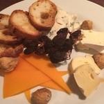 トラットリア・クラウディア - チーズとドライフルーツの盛り合わせ