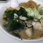 どさん子 - かき味噌ラーメン 870円 大盛り 100円 (カキ5個)