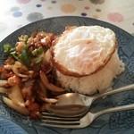 セーンドゥアーン - 料理写真:えびのガパオ