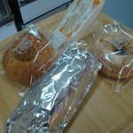 パンハウスしらいし - 料理写真:焼きカレーパン(ビーフカレー)銀チョコ・きな粉ドーナツ・フルーツサンド