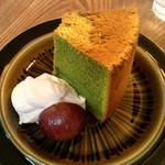 ウルクス - 抹茶のシフォンケーキ。飲物とセットの場合400円。単品500円